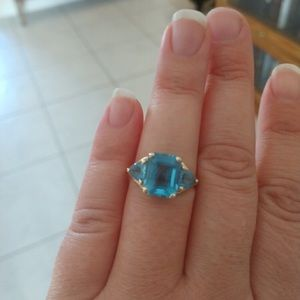 Jewelry - 10 kt gold three stone blue topaz ring